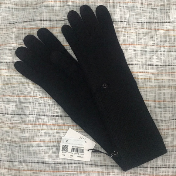 e1d6654a1 lululemon athletica Accessories - Lululemon Scroll on Knit Gloves M L BNWT  BLACK